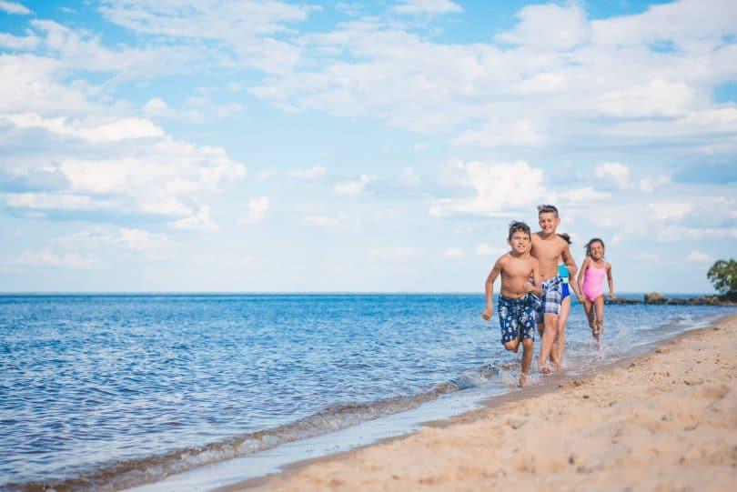 Praia com crianças em Florianópolis